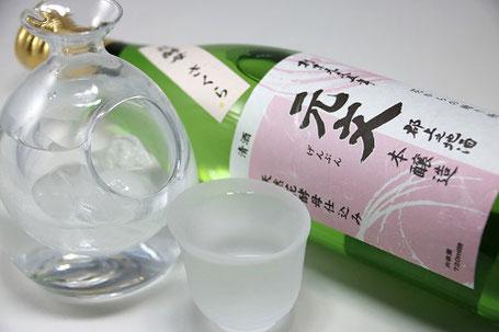 冷なら飲みきりサイズの小さな酒器、ぬる燗は和の酒器がおすすめ