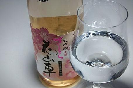 ラッパ形状のグラスやワイングラスで香りを活かすのがおすすめ