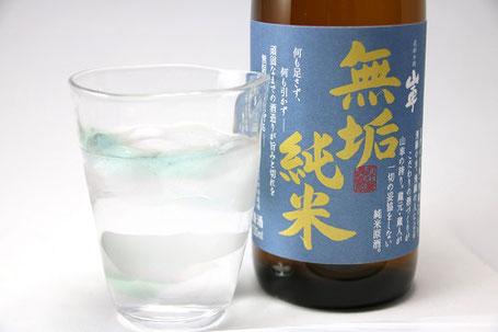 オンザロックや冷で飲むと美味しいお酒なので、手の温度が伝わり難い厚めのグラスがおすすめ