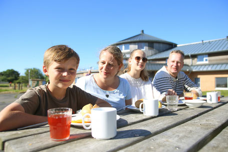 Familie in der Jugendherberge
