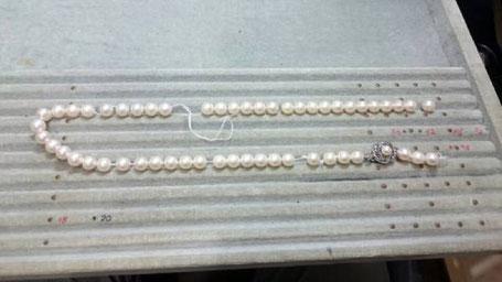 真珠のネックレスの糸が切れ交換