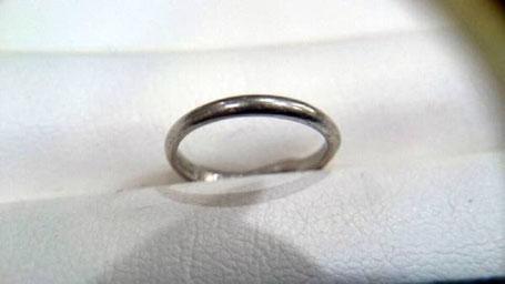 くすんでしまった結婚指輪を磨きなおし