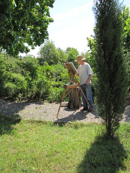 Tony Wahlander (Wåhlander) en train de peindre sur une toile dans le jardin d'une maison en Provence