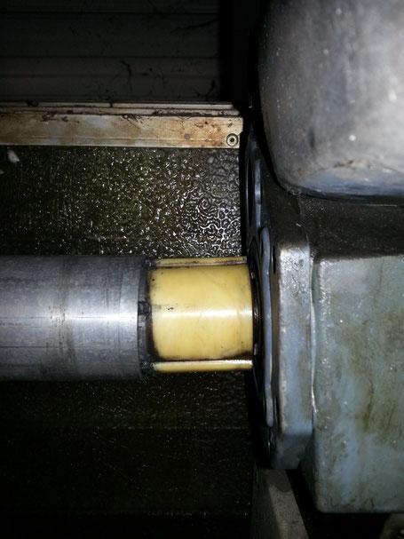 Aluminium Welle an Falttor ausgeschlagen ! Abriss möglich ! Lebensgefahr