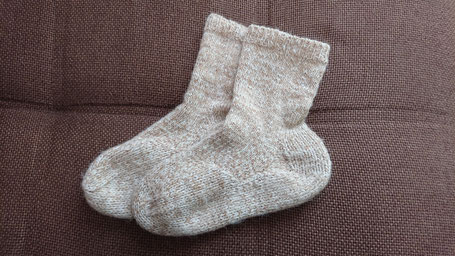 あたたかな手編みのアルパカの靴下
