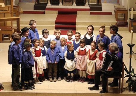 Das Chinderchörli Silvrettastärnli ist zusammen mit dem Jodelchörli Silvretta zu hören.