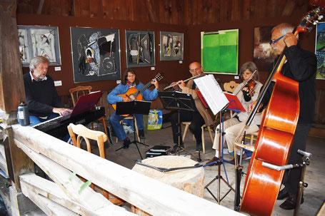 Edy Latura and friends werden auch dieses Jahr im Hewen Garten musizieren.