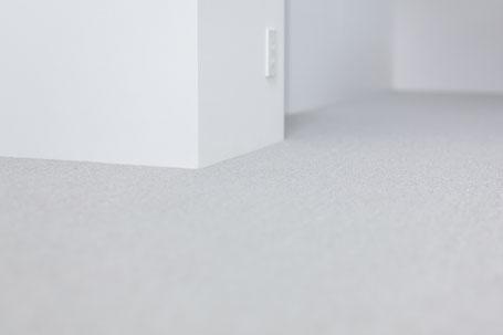 グレーのカーペットの画像