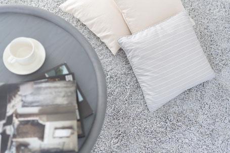 イッタラ グレーのカーペットの画像