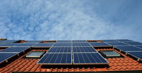 Flexibel einsetzbar: Solarkollektoren eignen sich zur Ergänzung von Altanlagen wie auch neuen Heizsystemen.