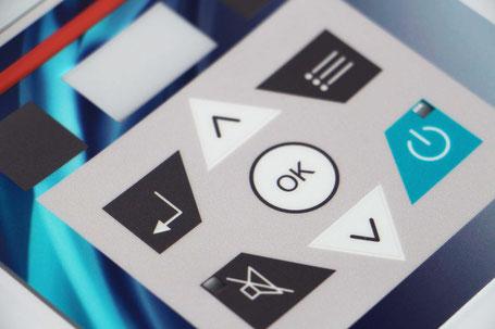 Frontfolien im Digitaldruck mit Rasterverlauf, Lasurfenster, Tastenlackierung