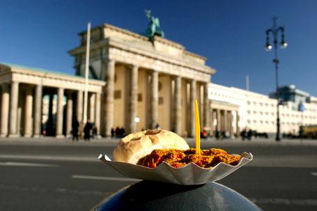 Berliner Schnauze Bustour Berliner Sightseeing Bus Brandenburger Tor Pariser Platz beste Currywurst tolle Berliner Aussicht, Erlebnistour durch Berlin
