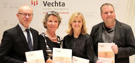 Buchübergabe im Landkreis Vechta