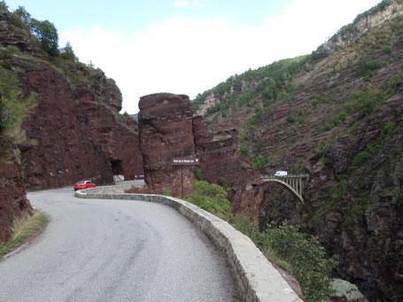 Pont de la mariée au fond