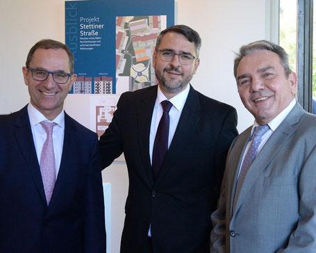 Rudolf Müller, Vorstandssprecher der Vereinigte VR Bank Kur- und Rheinpfalz eG, Marc Weigel, Oberbürgermeister der Stadt Neustadt an der Weinstraße sowie Dietmar Kurz, Geschäftsführer der WBG, stellten jeweils einen Betrag zur Verfügung.