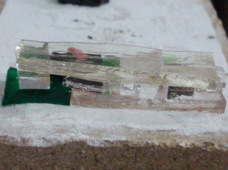 couches de verre superposées déposées sur un papier de céramique