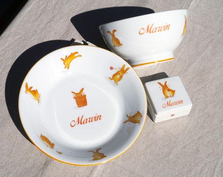 Vaisselle en porcelaine pour enfant avec des lapins