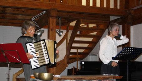 Ortrud Staude und Renate Neumann mit ihrem Rose Ausländer - Programm