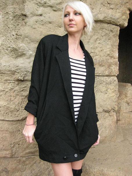 Falls dir ein All Over Karomuster Outfit etwas zu gewagt ist gibt's das Ganze auch in schlichtem Schwarz.