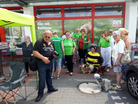Spendenübergabe ans Tierheim Bergheim, Foto Linke