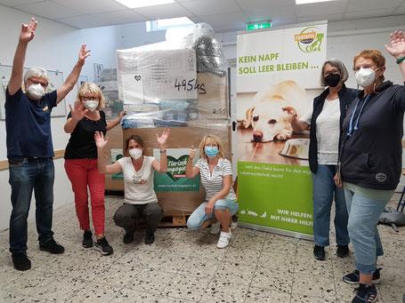 Futterspenden für die Tiertafel mit Team Tiertafel