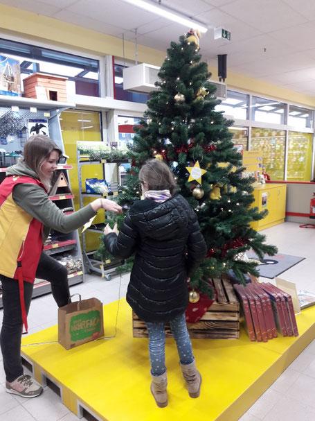 Ser Wunschbaum wird geschmückt, Foto: Dötsch
