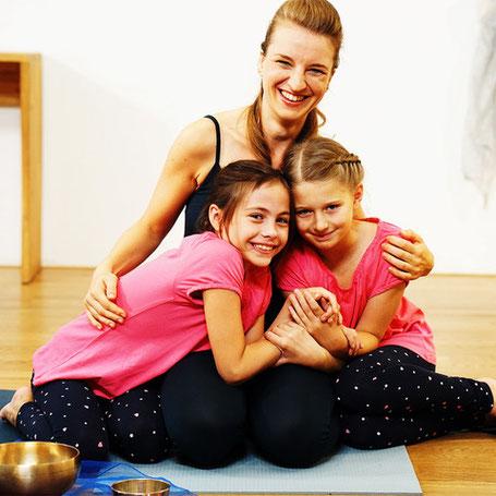Kinderyoga DVD ermöglicht den Kindern Yoga machen zu Hause