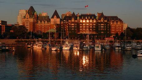 Reiseroute British Columbia: Hafen Von Victoria mit Empress Hotel