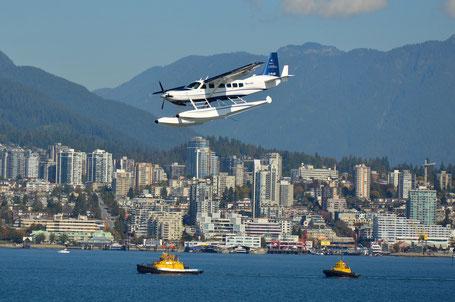 Reiseroute British Columbia: Wasserflugzeug über Vancouver