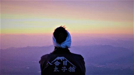 Reisesprüche Reisegedanken Reisezitate - Steigst Du nicht auf die Berge, so siehst Du auch nicht in die Ferne.