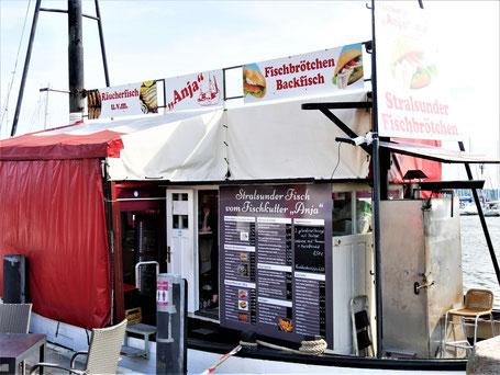 Stralsund Reise Tipps: Fischbrötchen im alten Hafen