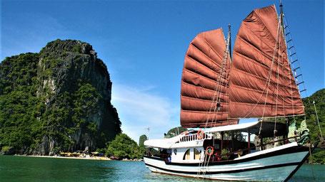 Reisesprüche Reisegedanken Reisezitate - TWir können den Wind nicht ändern, aber die Segel anders setzen.