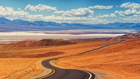 Kalifornien Rundreise Route: Straße durchs Tal des Todes...
