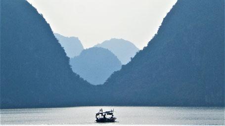 Reisesprüche Reisegedanken Reisezitate - Reisen macht einen bescheiden. Man erkennt welch' kleinen Platz man in der Welt besetzt.