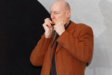 Jens Bunge (chromatische Mundharmonika). Foto: Albert Hillesheim/Jazzclub Rheinhessen