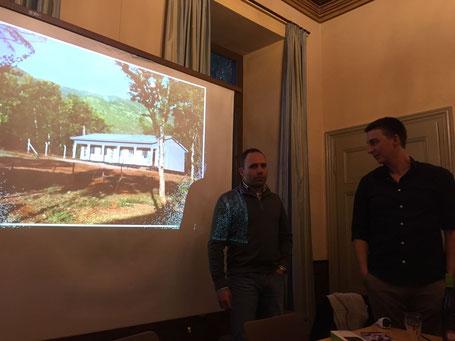 Thilo (links) und Louis bei der gemeinsamen Abschlussrundes des Vortrags