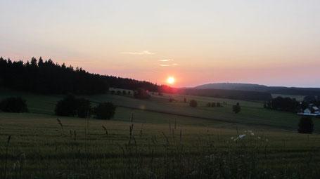 Südlich von Kleinschwarzenbach liegt der Stadelberg. Auch er bietet eine schöne aussicht über das Dorf und die Region. Auch unser Sportverein, der TVK ist am Stadelberg beheimatet. Hier befindet sich das Vereinsheim und der Fußballplatz.