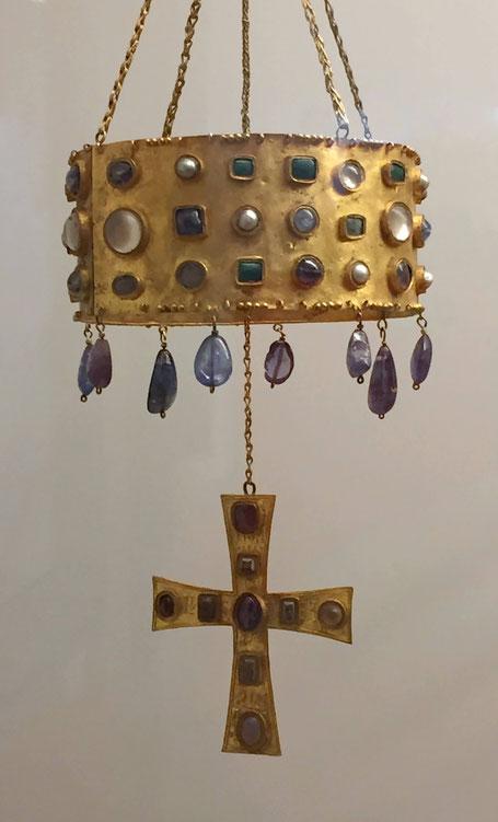 Westgotische Votivkrone aus dem 7. Jahrhundert. Solche Kronen hingen über dem Altar.