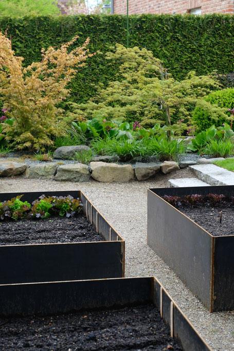 dieartigeGARTEN // dieartigeGARTEN // (early) May Garden - high beds / Knieehochbeete aus Schwarzstahl