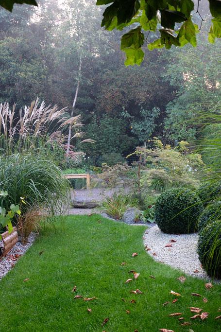 dieartigeGARTEN // Nebel im Herbstgarten - Wein + Chinaschilf, Buchs + Japangarten