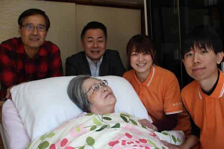 真ん中が中沢さん、左から旦那様、アイケア代表の鎌田さん、瀬沼さん、武内さん