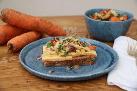 Weißkohlsalat mit gebratenem Gemüse & Sesam