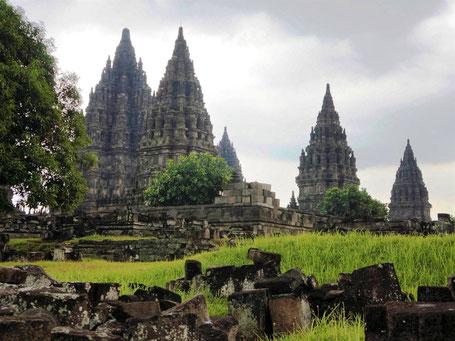 Hindoeistische Prambanan tempel dichtbij Yogyakarta