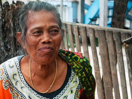 Prachtige oude vrouw op Sulawesi