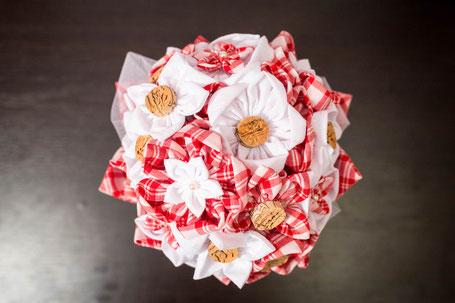 Bouquet de mariée Guinguette en fleurs en tissu par La mariée en fleur. Crédit Photo: Laure Sophie Photographie