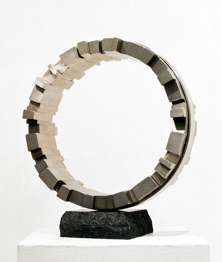 <Circle - No.07> / 1993 / stainless  steel / H.47x42x18 (φ42) cm        神戸須磨離宮公園現代彫刻展[模型入選]