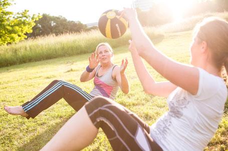 Core Training mit Medizinball