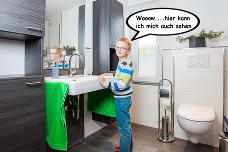 Seniorenbad, Badmöbel, Waschtisch unterfahrbar, großer Spiegel, bodengleiche Dusche,