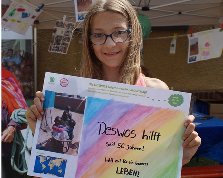 Besonders die Kinder auf dem Straßenfest der DIE EHRENFELDER haben auf kreative Weise gratuliert. Foto: DESWOS