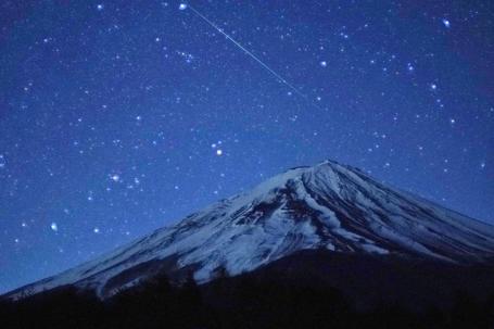 山梨県から見た富士山 流れ星に平和を願いながら